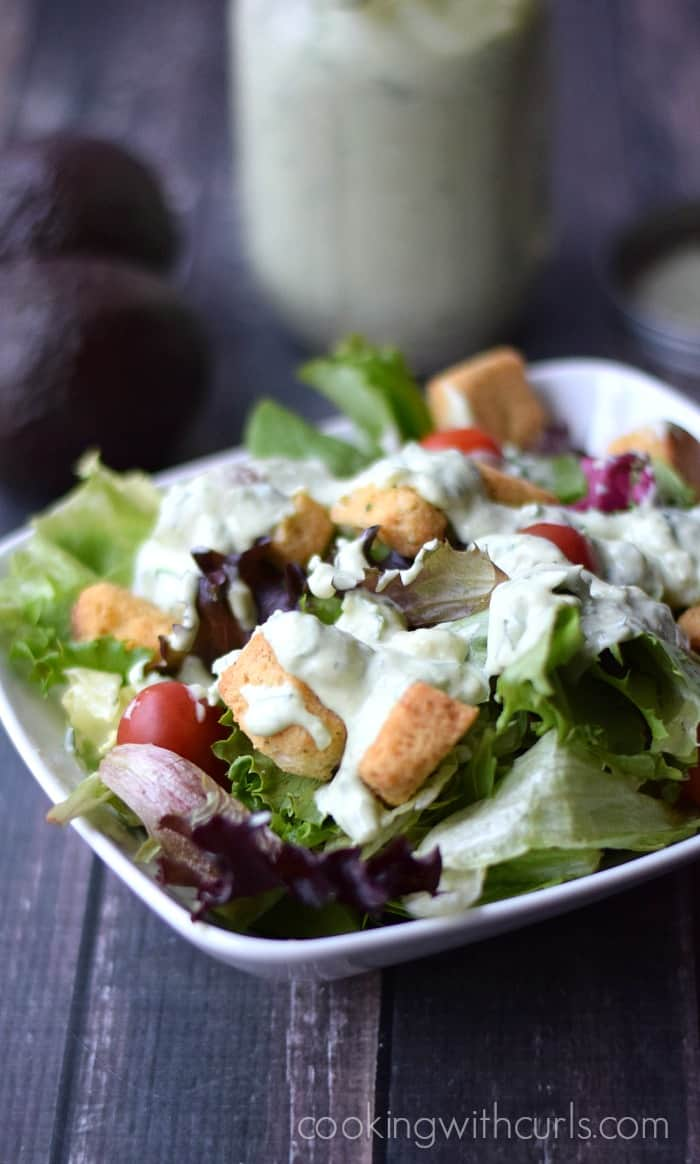 Avocado Ranch Dressing | cookingwithcurls.com #dairyfree