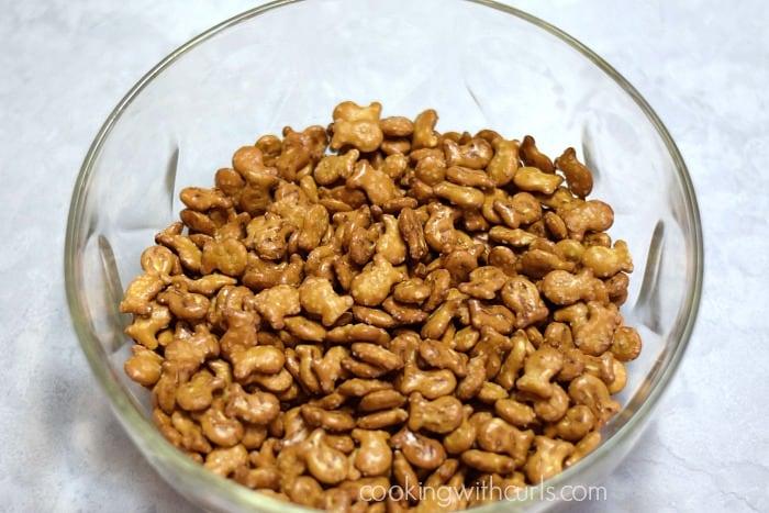 Cinnamon Sugar Goldfish Pretzel Mix bowl cookingwithcurls.com