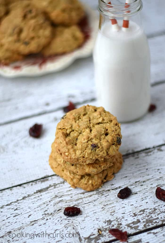 Cranberry White Chocolate Oatmeal Cookies | cookingwithcurls.com #cookiejar