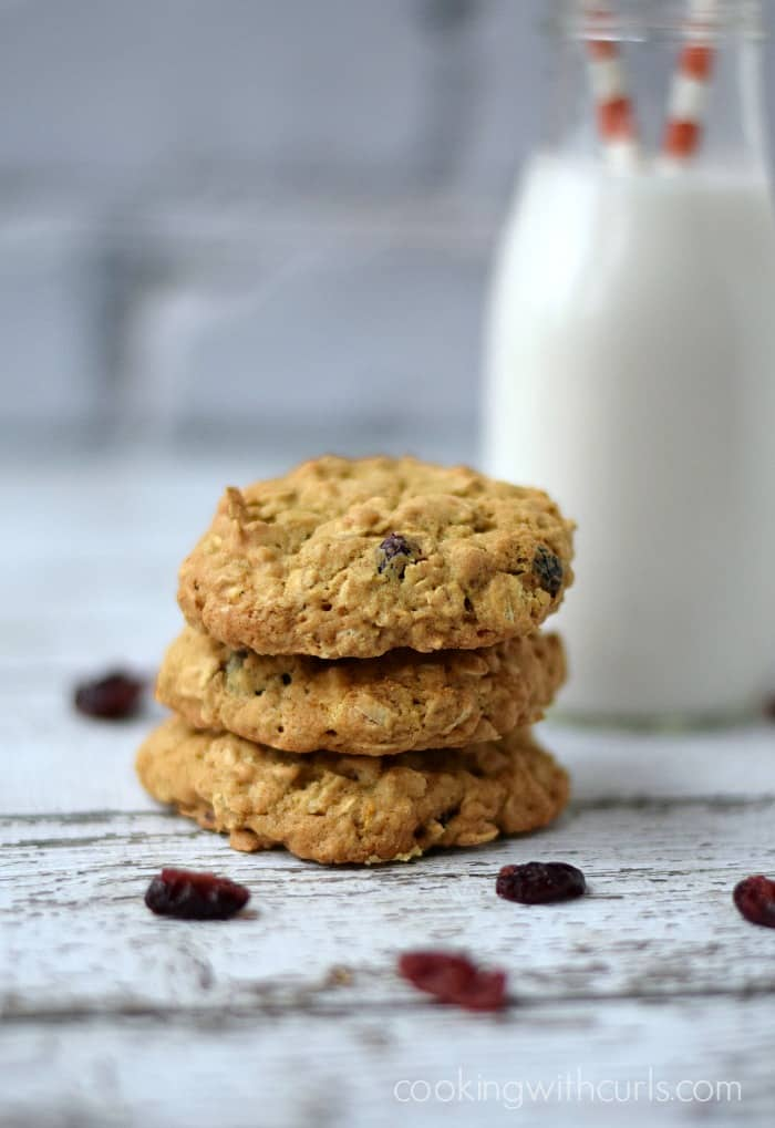 Cranberry White Chocolate Oatmeal Cookies | cookingwithcurls.com