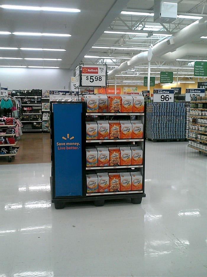 Goldfish crackers at Walmart | cookingwithcurls.com