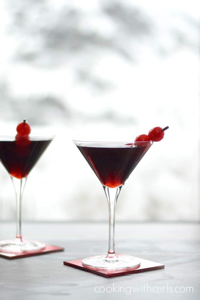 Cherry Cheesecake Martinis | cookingwithcurls.com