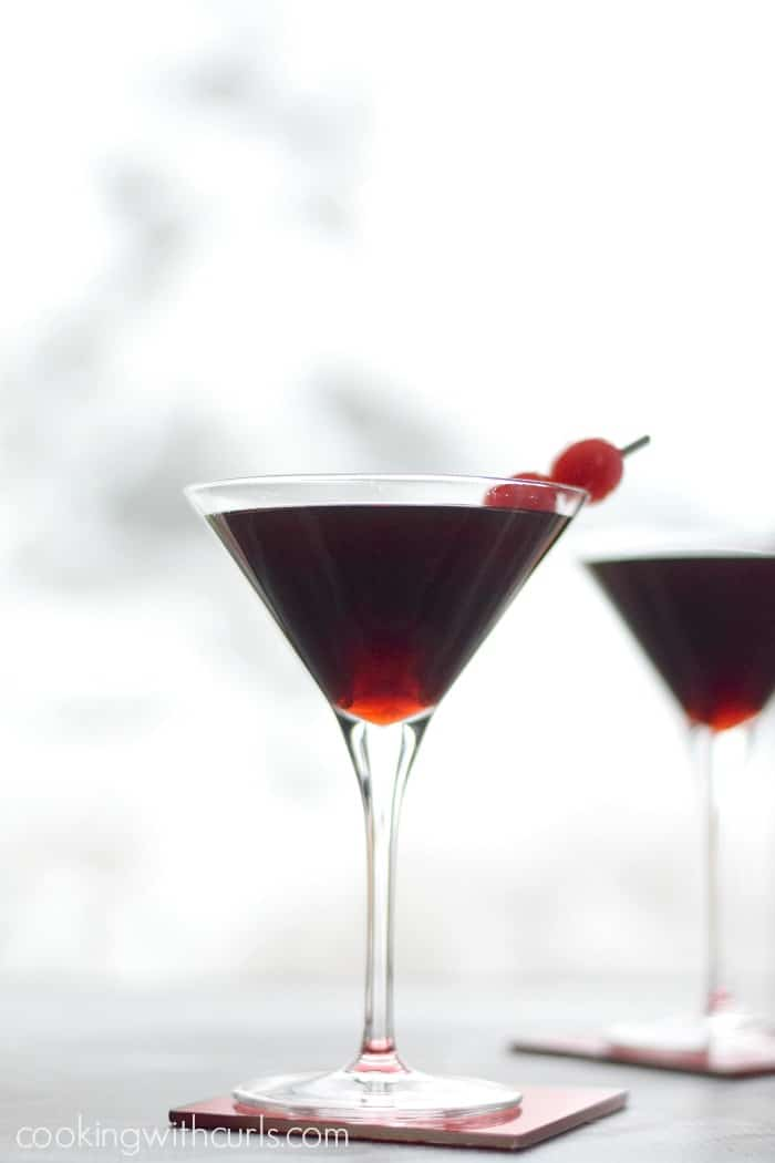 Cherry Cheesecake Martinis for Valentine's Day | cookingwithcurls.com