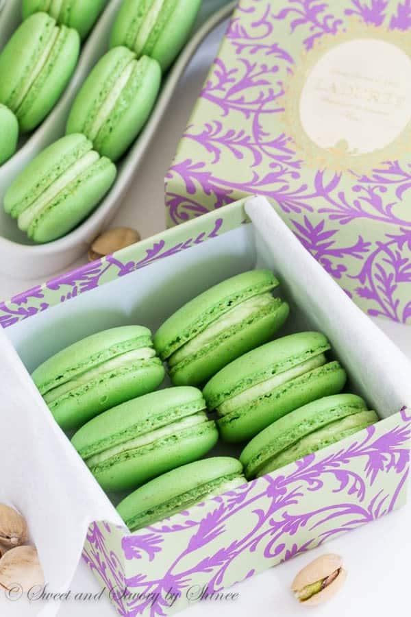 Pistachio-Macarons-2-600x900