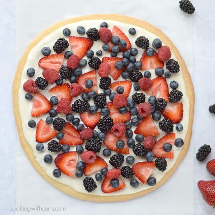 Spring Berries Cookie Pizza cookingwithcurls.com