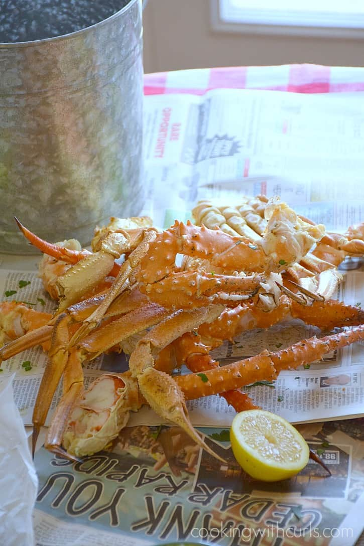 Wild Alaskan Crab Legs for dinner tonight! cookingwithcurls.com #WildAlaskaSeafood #CleverGirls