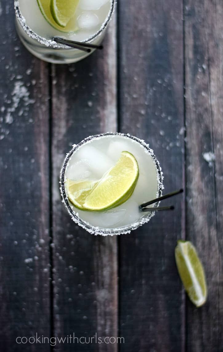 Classic Margaritas - just in time for summer parties | cookingwithcurls.com