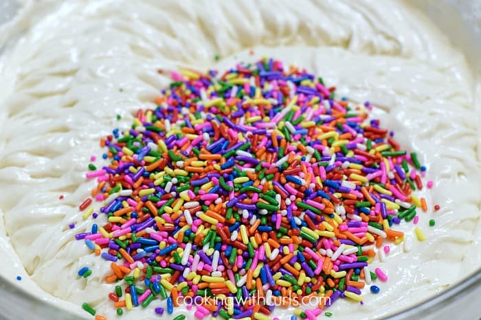 Homemade Funfetti Cupcakes sprinkles cookingwithcurls.com