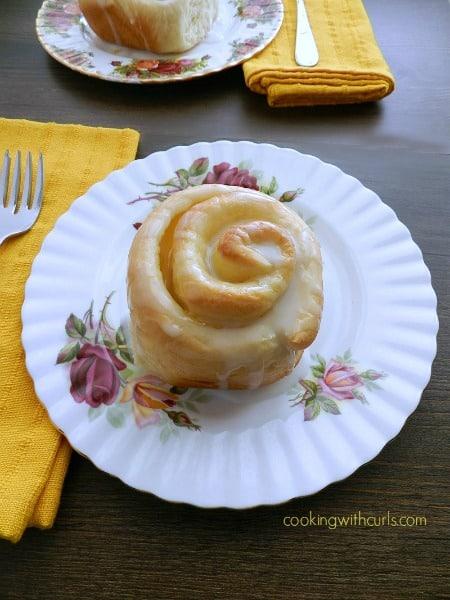Lemon Curd Sweet Rolls | cookingwithcurls.com