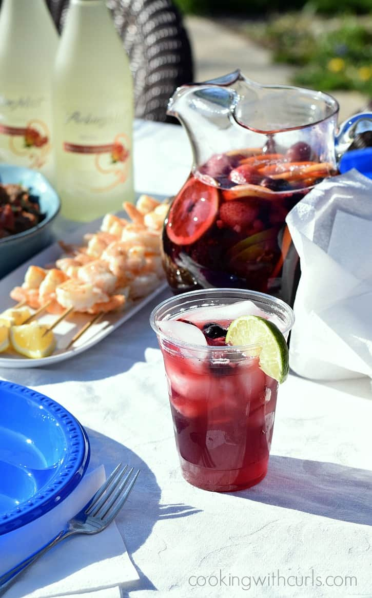 Celebrate the start of Summer with an impromptu tapas party featuring Summer Berry Sangria | cookingwithcurls.com #ArborMist #ad #StartSummer