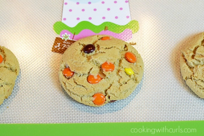 Peanut Butter Cookies with Reese's Pieces bake cookingwithcurls.com