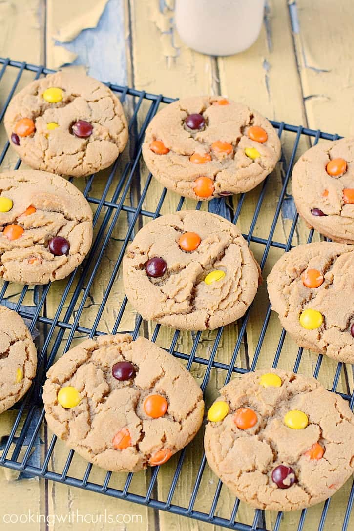 Soft, chewy and delicious Peanut Butter Cookies with Reese's Pieces!! cookingwithcurls.com