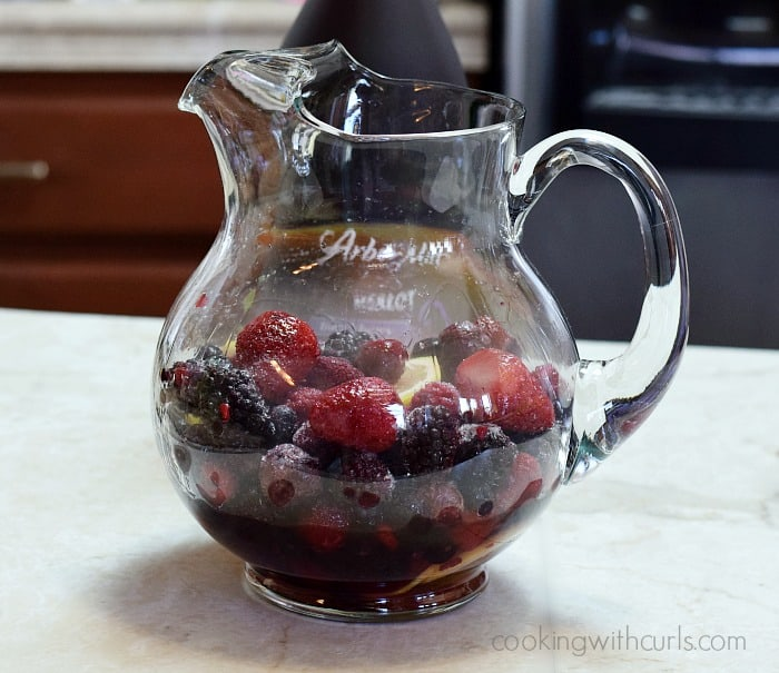 Summer Berry Sangria berries cookingwithcurls.com