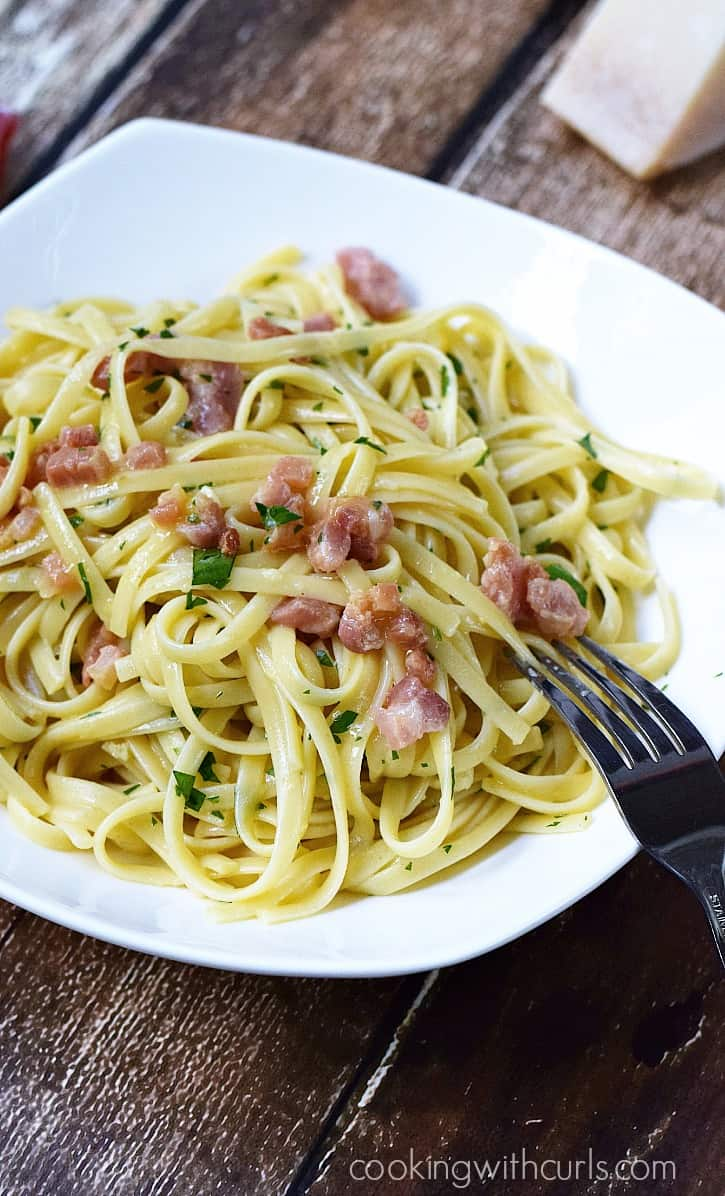 This super delicious Linguine alla Carbonara, ready in 15 minutes! cookingwithcurls.com