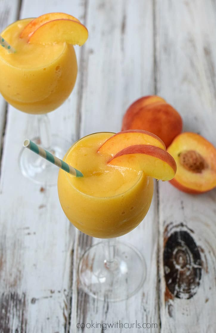 Celebrate sisterhood and friendship with a sweet & sassy Peach Moscato Smoothie | cookingwithcurls.com #MiddleSister #DropsofWisdom