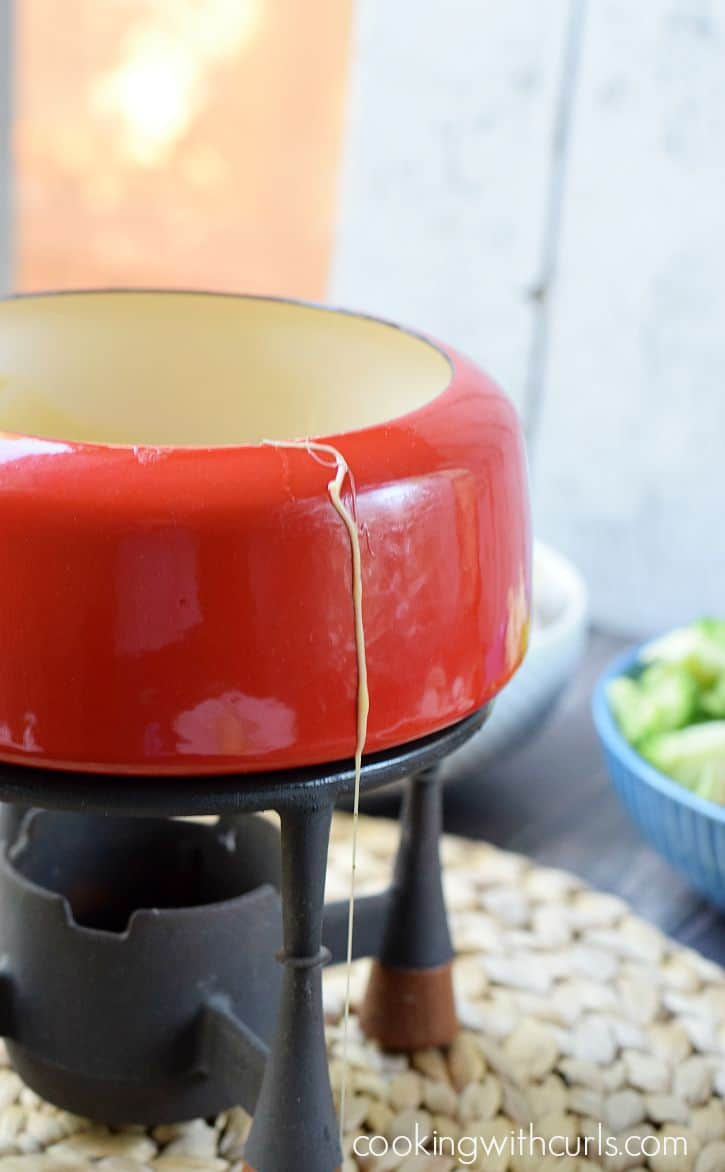 Cheese Fondue with Beer| cookingwithcurls.com