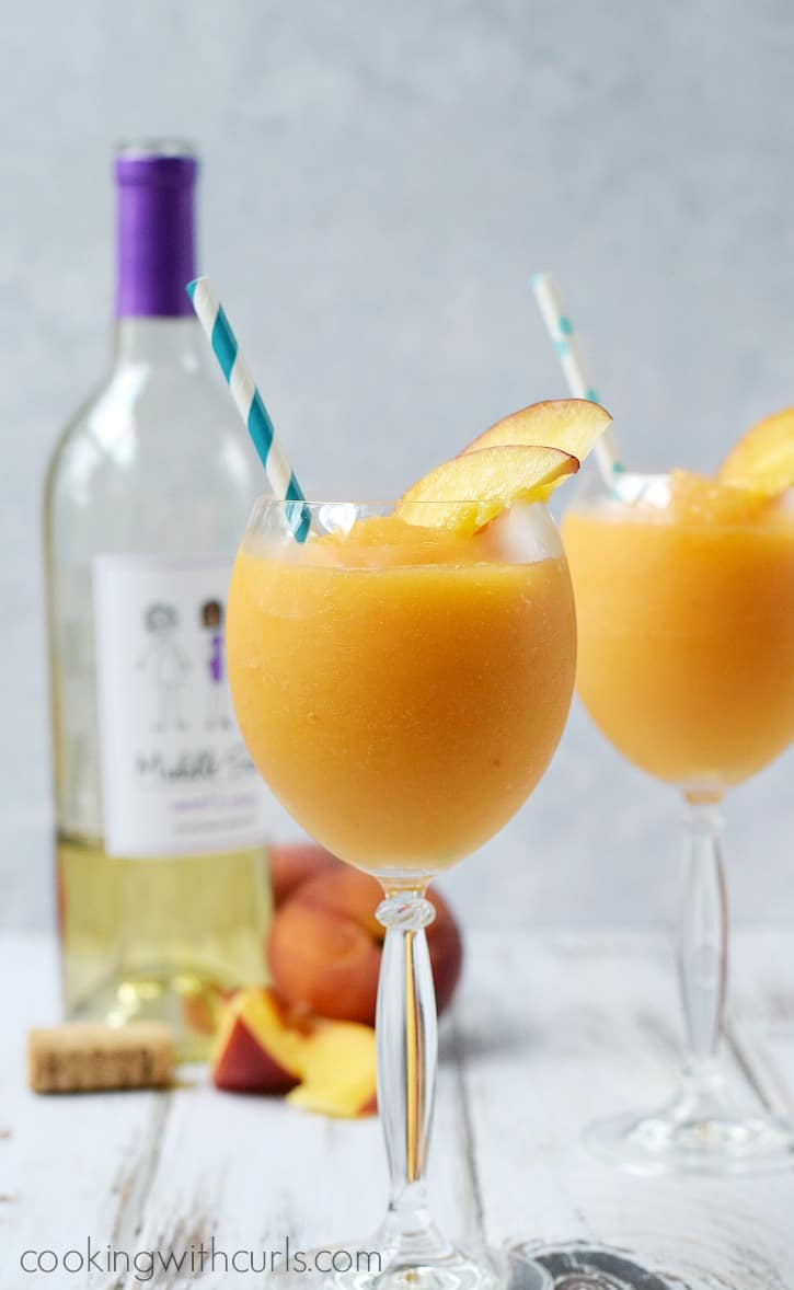 Peach Moscato Smoothies | cookingwithcurls.com