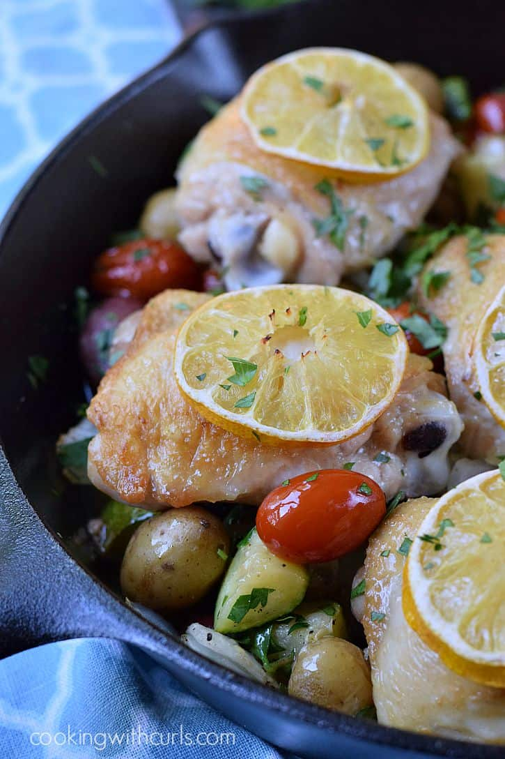 Quick and delicious Lemon-Garlic Skillet Chicken with Vegetables | cookingwithcurls.com