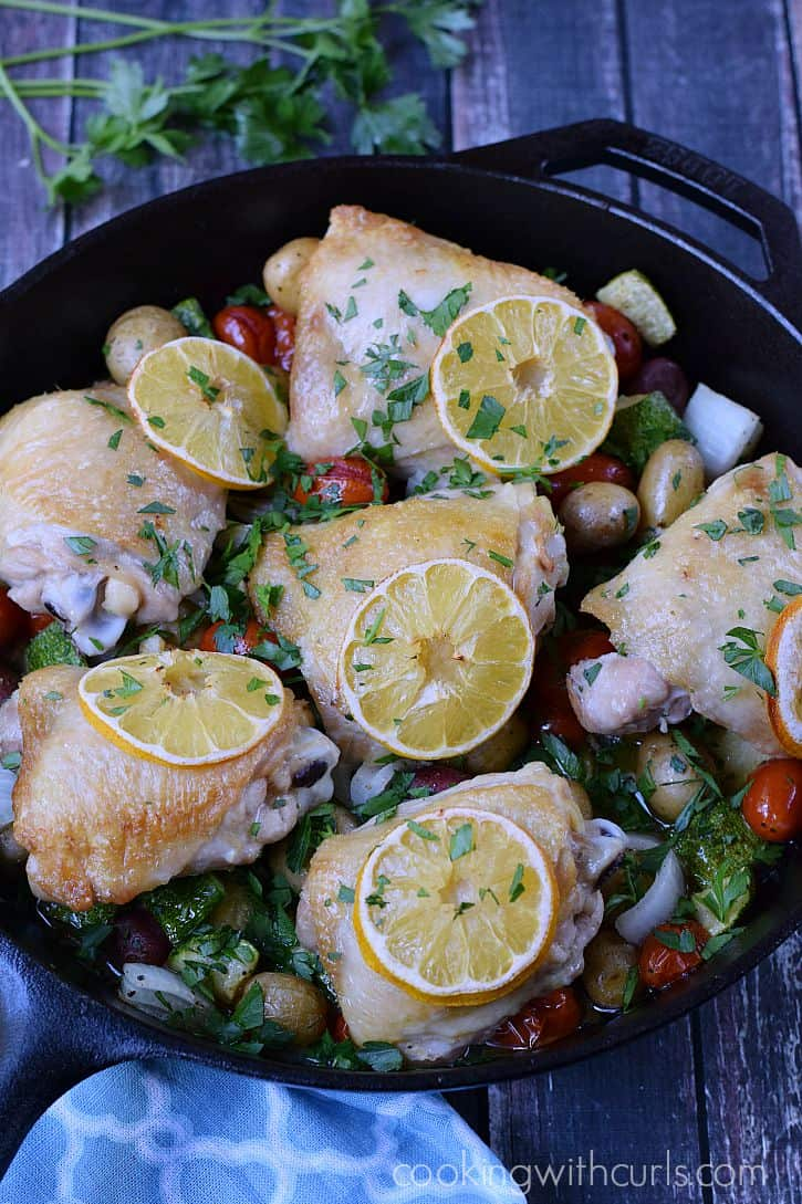Quick and delicious weeknight meal, Lemon-Garlic Skillet Chicken with Vegetables | cookingwithcurls.com