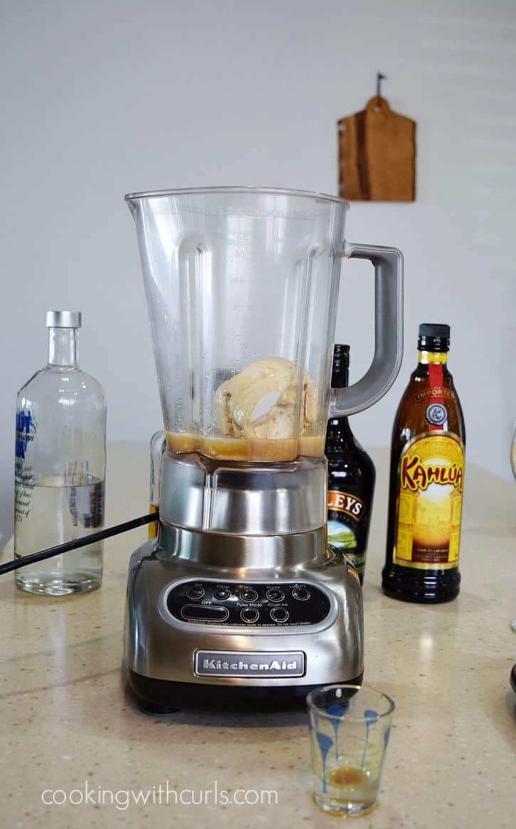 Extreme Mudslide Milkshake blend cookingwithcurls.com