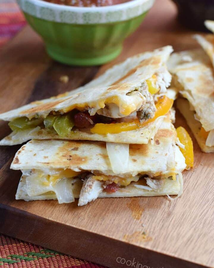 Chicken Fajita Quesadilla with melted cheeses and grilled to perfection | cookingwithcurls.com
