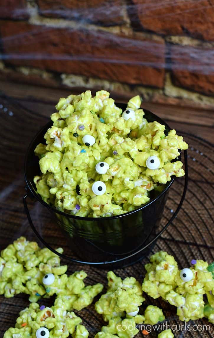 Monster Munch Popcorn makes a perfect Halloween treat | cookingwithcurls.com