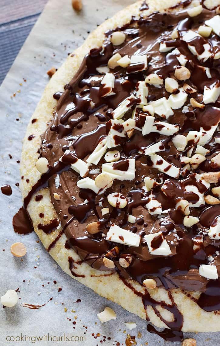 Chocolate Hazelnut Pizza | cookingwithcurls.com
