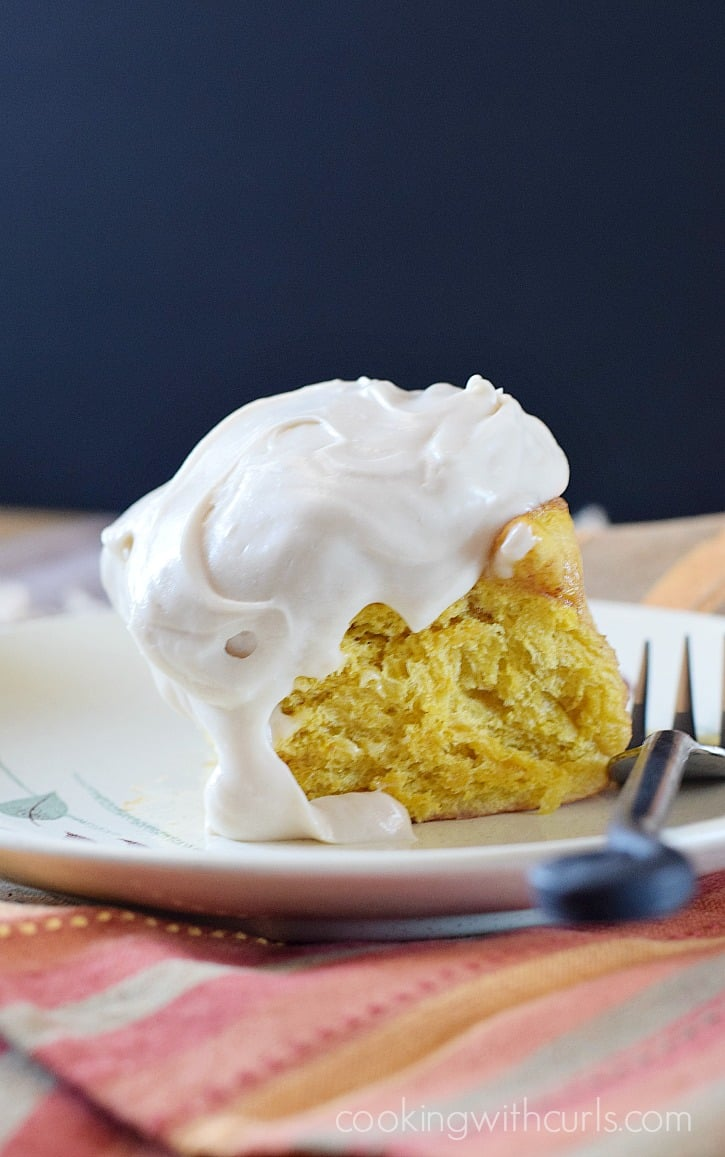 Spice up your breakfast with these delicious Pumpkin Cinnamon Rolls topped with Maple Cream Cheese Frosting | cookingwithcurls.com