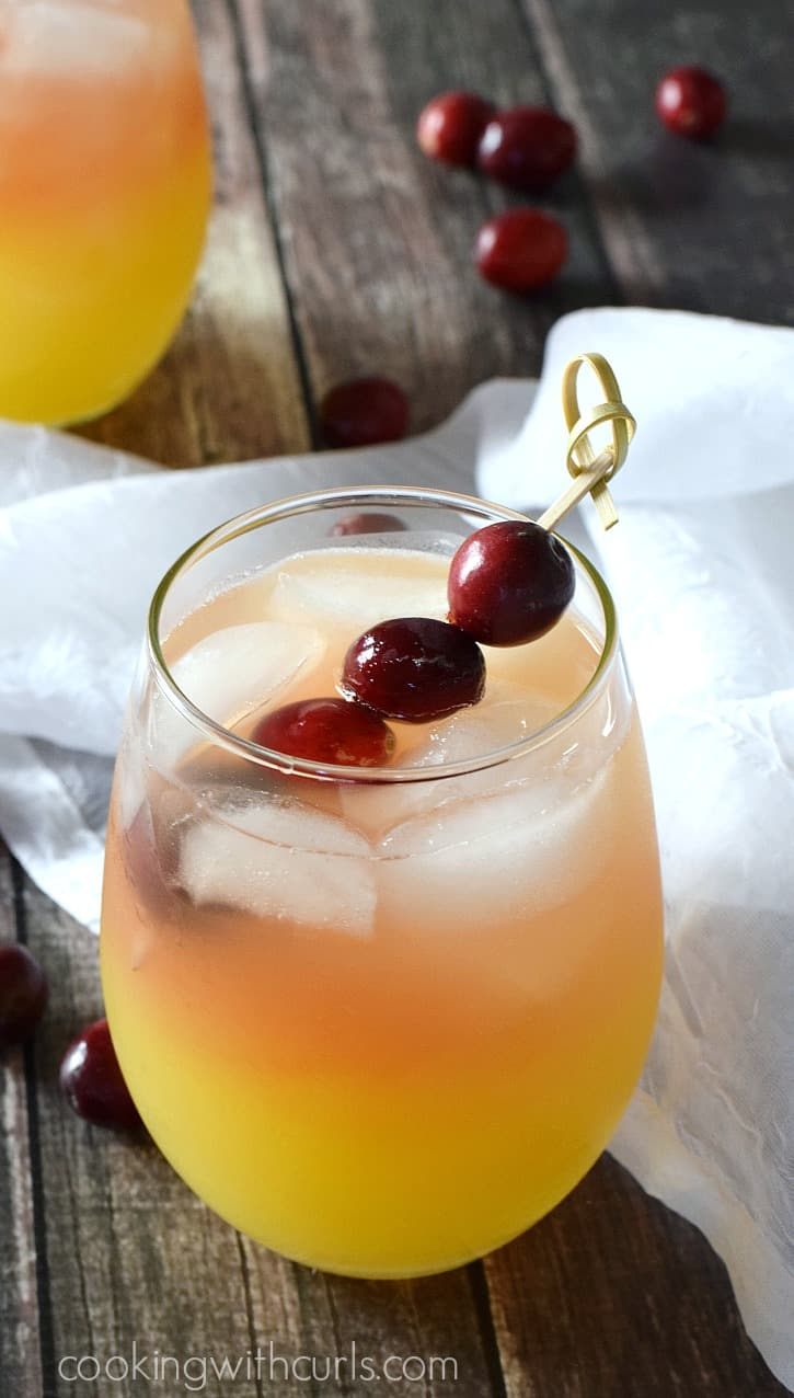 Holiday Relaxer Cocktail | cookingwithcurls.com