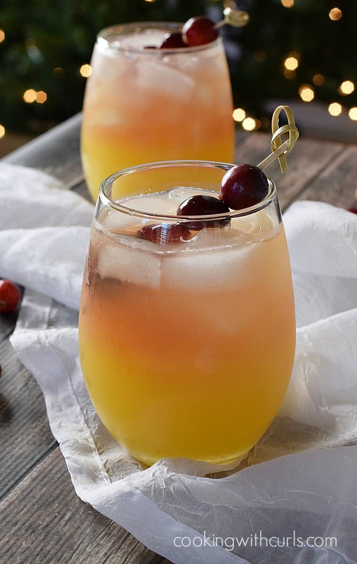 How to Survive the Holidays - Holiday Relaxer Cocktail loaded with vitamin C to keep your immune system strong. That's my story and I'm sticking to it | cookingwithcurls.com