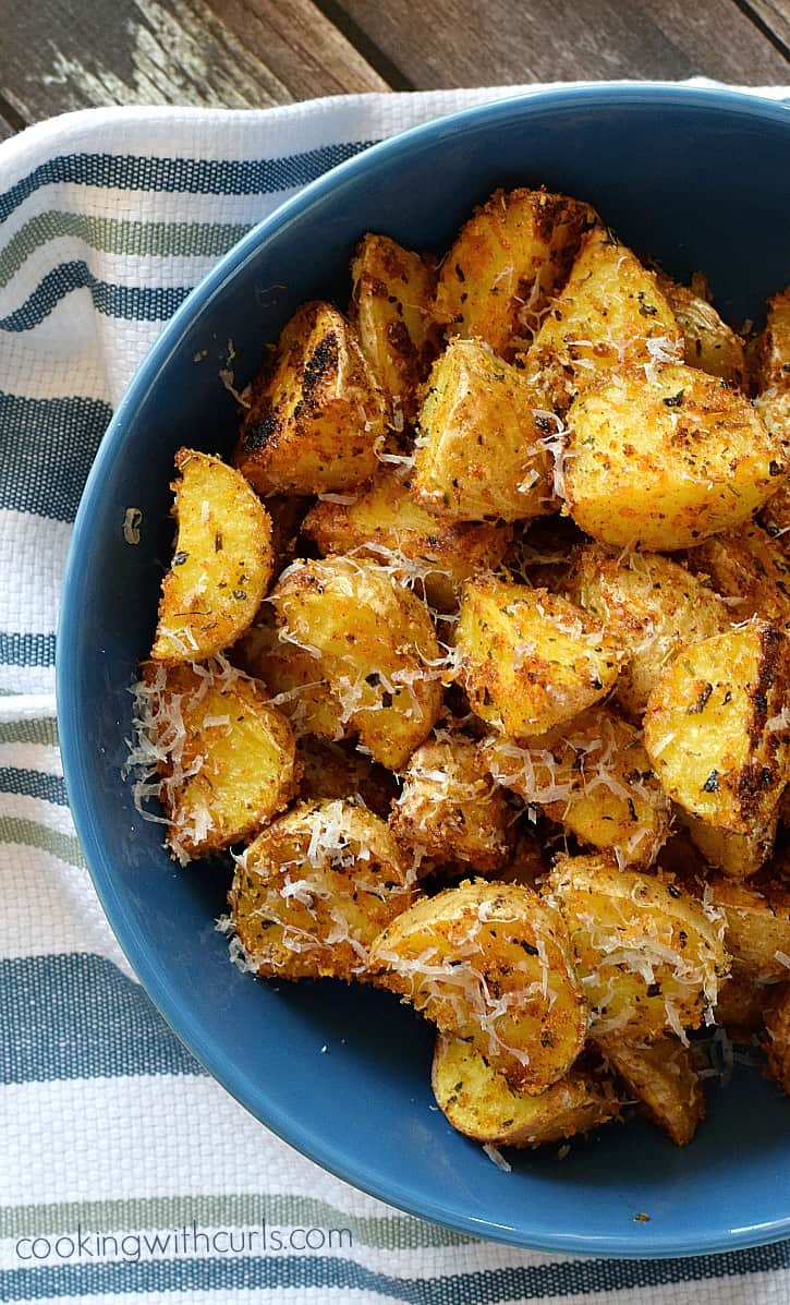 These Crispy Italian Potatoes are anything but boring and are sure to delight the family at dinner time   cookingwithcurls.com