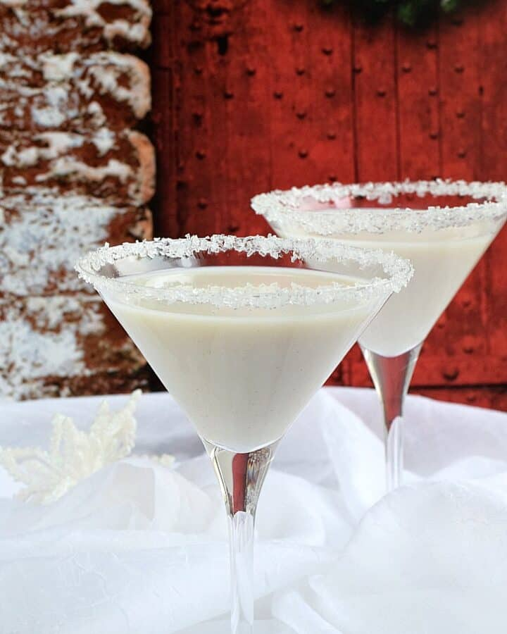 Celebrate the season with a creamy Snowflake Martini   cookingwithcurls.com