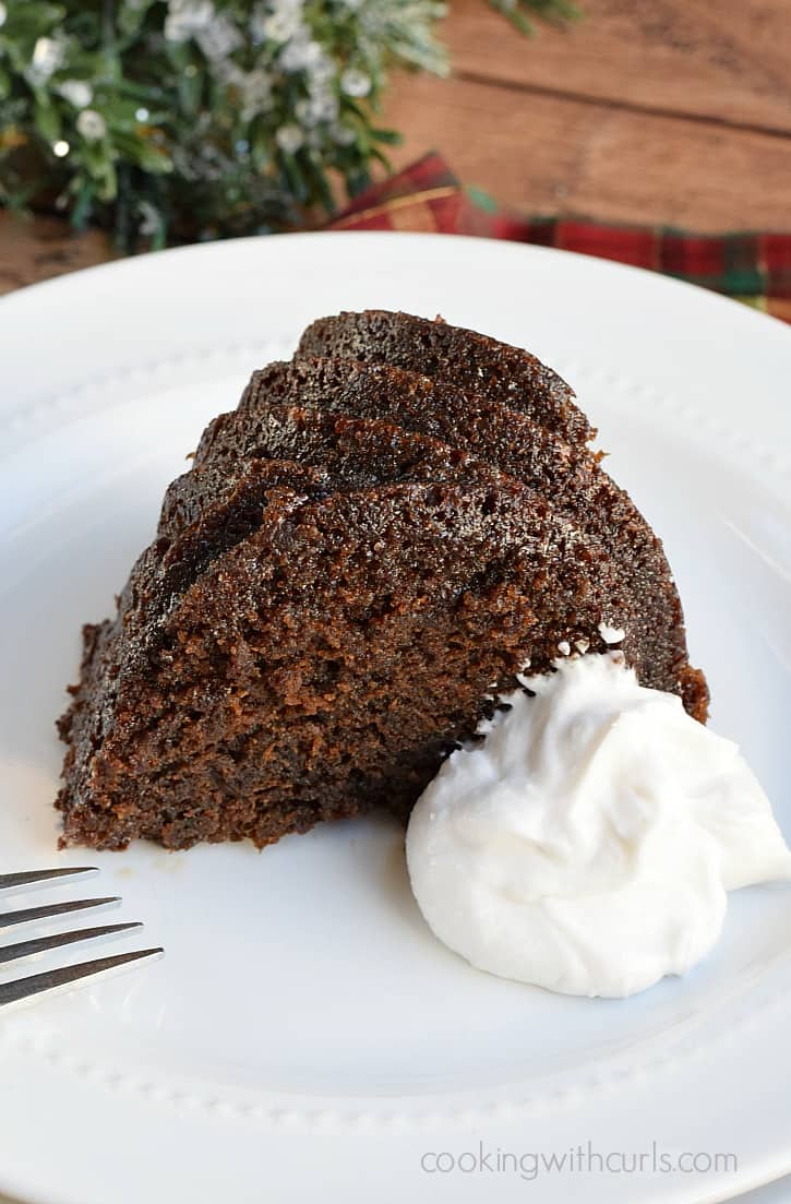 This Guinness Gingerbread is extra moist and tender and guaranteed to become a holiday favorite | cookingwithcurls.com