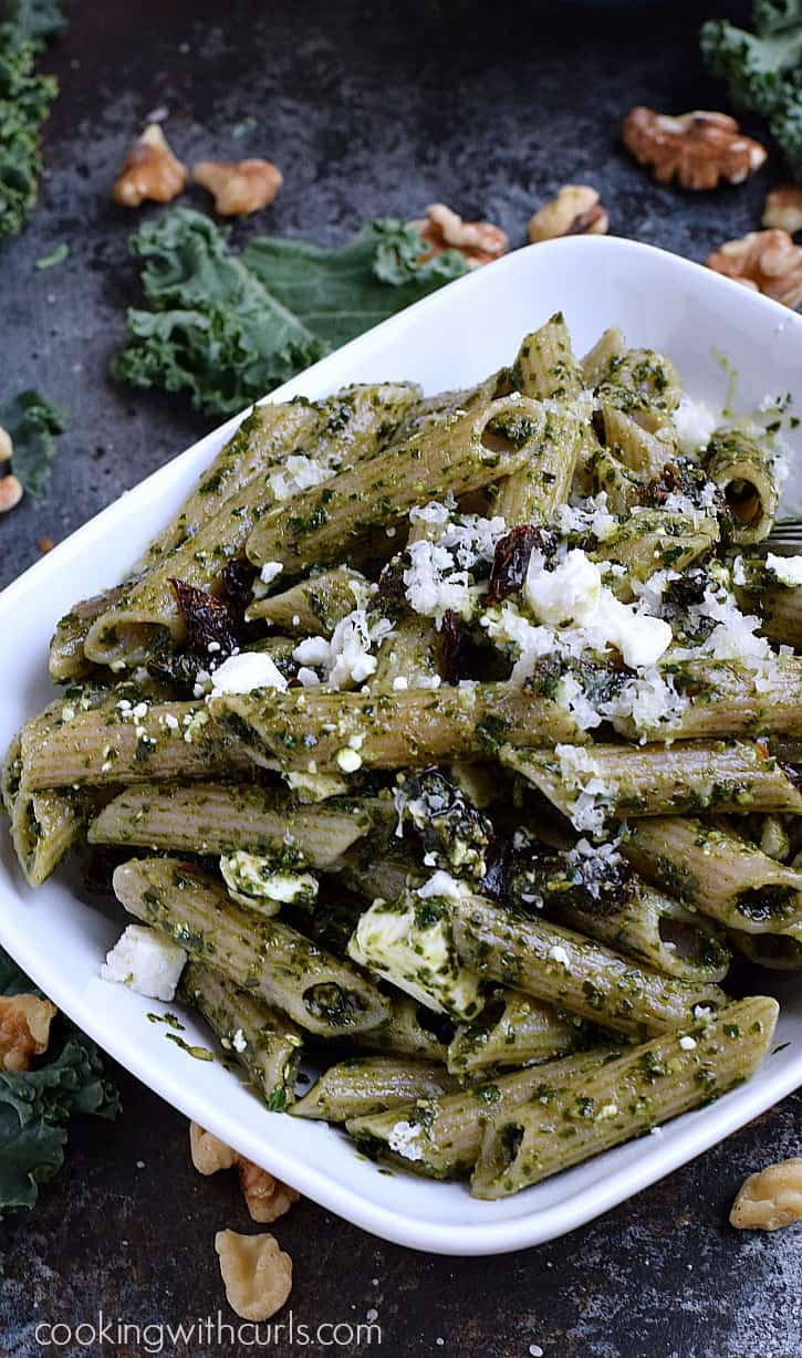 Kale Pesto Pasta with sun-dried tomatoes and Feta cheese | cookingwithcurls.com