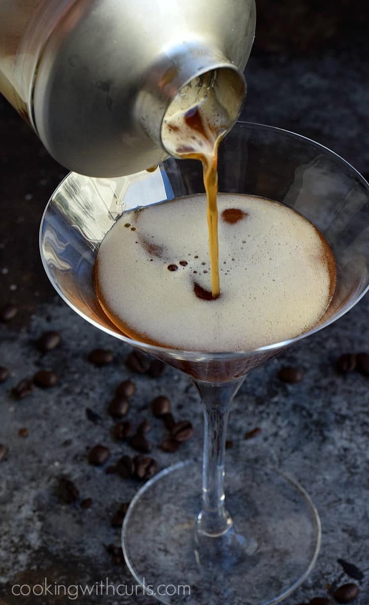 The perfect Espresso Martini | cookingwithcurls.com
