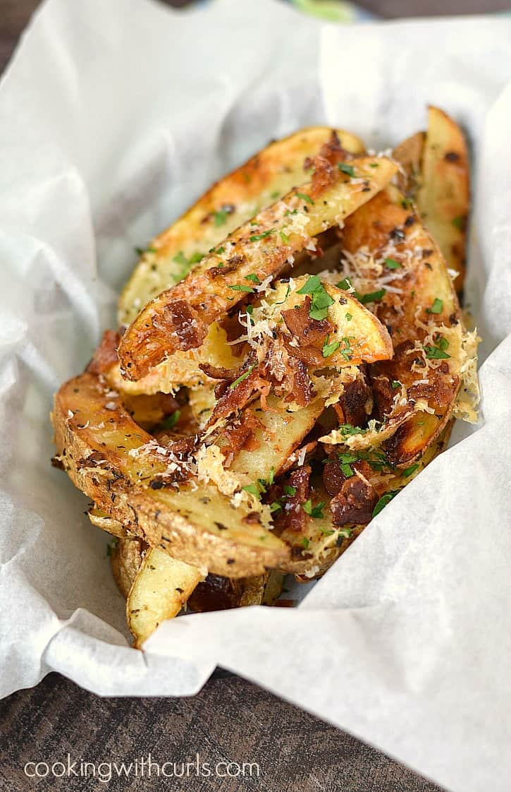 Crispy and crazy delicious Baked Parmesan-Bacon Garlic Potato Wedges for a fun and unexpected side dish! cookingwithcurls.com