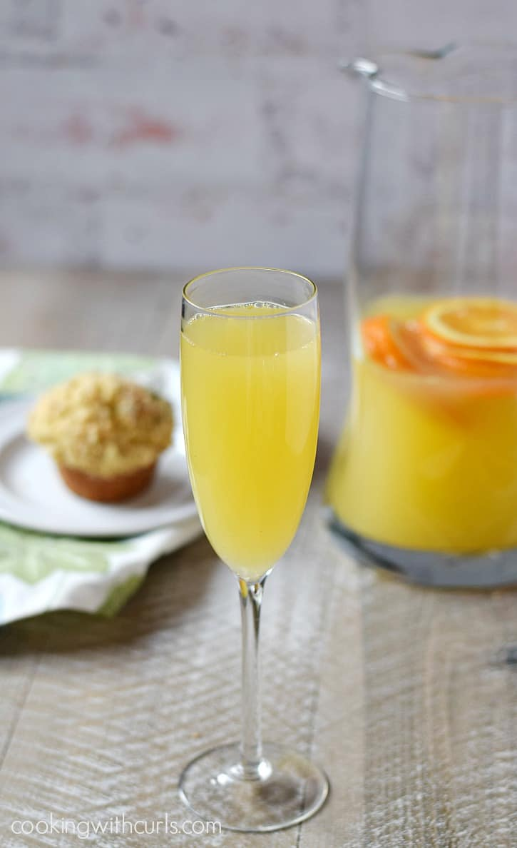 A Classic Mimosa that is perfect for Brunch | cookingwithcurls.com