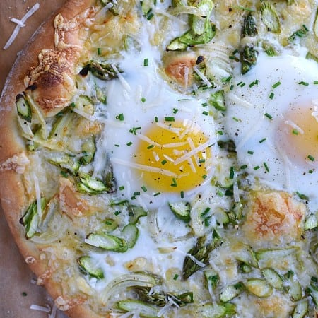 Fresh, delicious, and perfect for spring Asparagus Brunch Pizza | cookingwithcurls.com