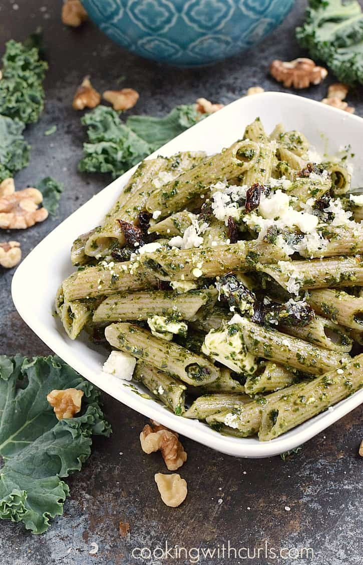 Kale Pesto Mac and Cheese is a healthy meal that is sure to be a hit with the entire family! cookingwithcurls.com