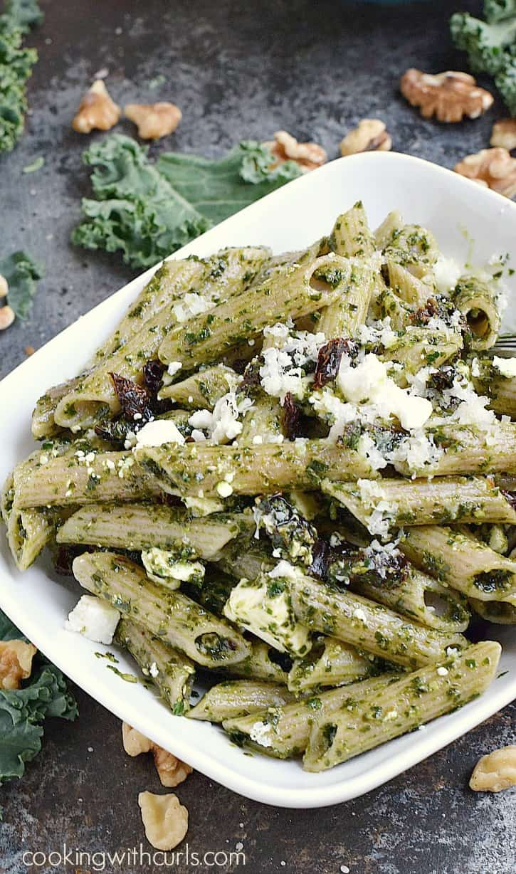 Kale Pesto Pasta with sun-dried tomatoes and Feta cheese! cookingwithcurls.com