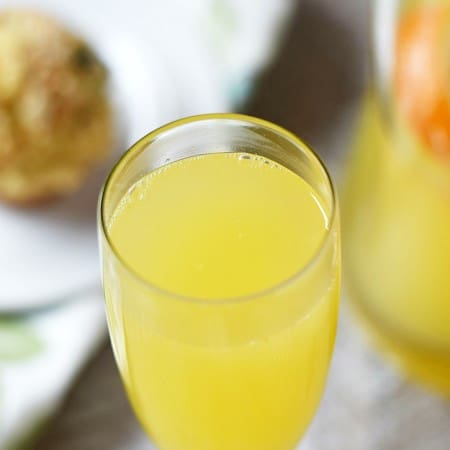 No brunch would be complete without a Classic Mimosa..or two | cookingwithcurls.com