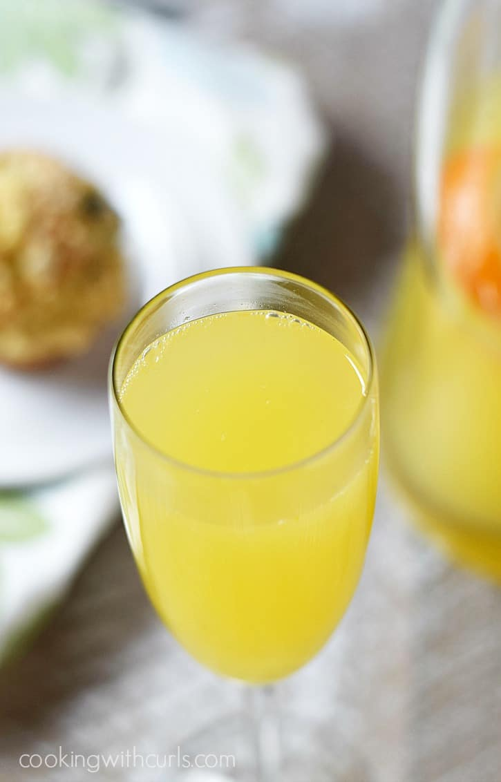 No brunch would be complete without a Classic Mimosa..or two   cookingwithcurls.com