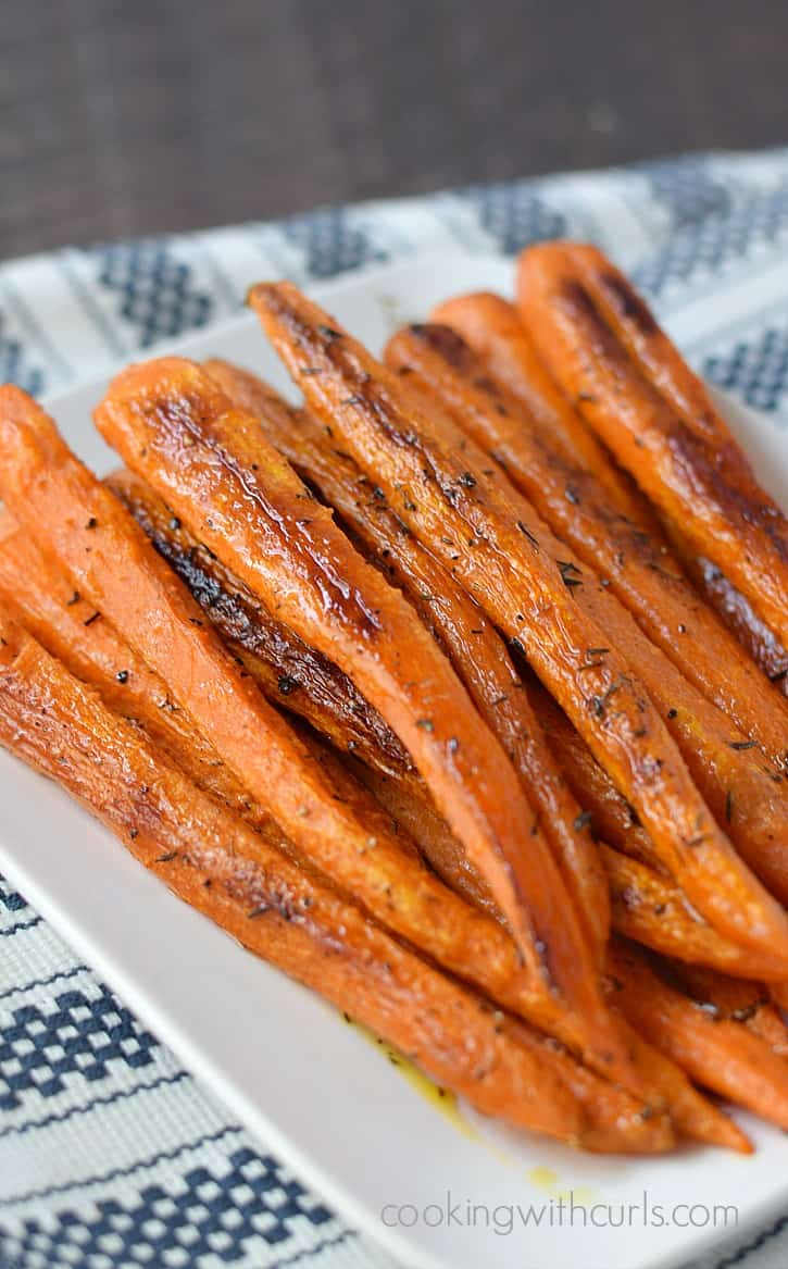 Simple Roasted Carrots | cookingwithcurls.com