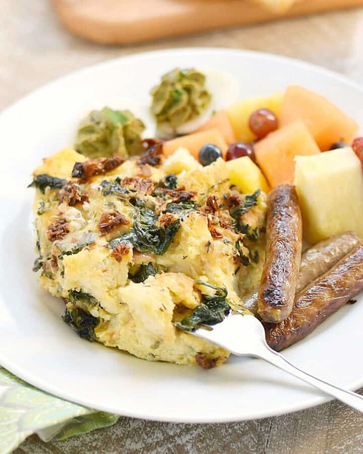 Sourdough Breakfast Strata with sun-dried tomatoes, spinach and fontina cheese is perfect for brunch!! cookingwithcurls.com
