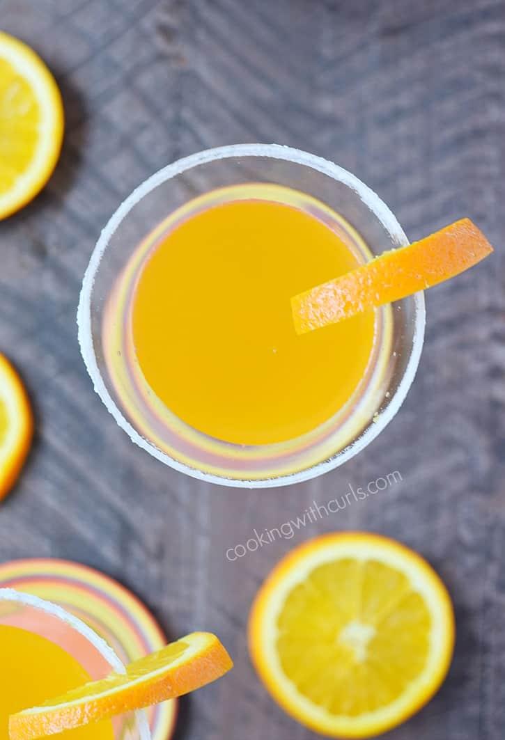 A crisp and refreshing Orange Drop Martini | cookingwithcurls.com