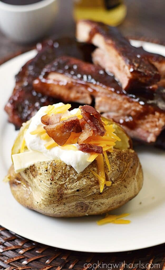 Restaurant-style Crispy Baked Potatoes at home | cookingwithcurls.com