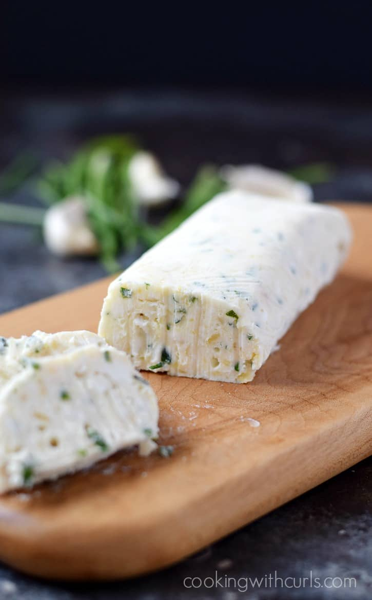 Roasted Garlic, Goat Cheese, and Chives Compound Butter | cookingwithcurls.com