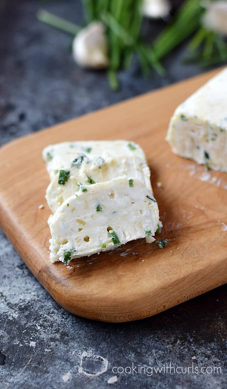 This Roasted Garlic, Goat Cheese, and Chives Compound Butter is full of flavor and the perfect topping for steak or salmon | cookingwithcurls.com