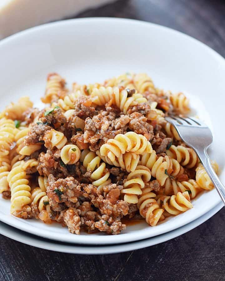 This hearty and delicious Pasta for a Crowd will become a family favorite, and the perfect weeknight meal when life gets crazy | cookingwithcurls.com