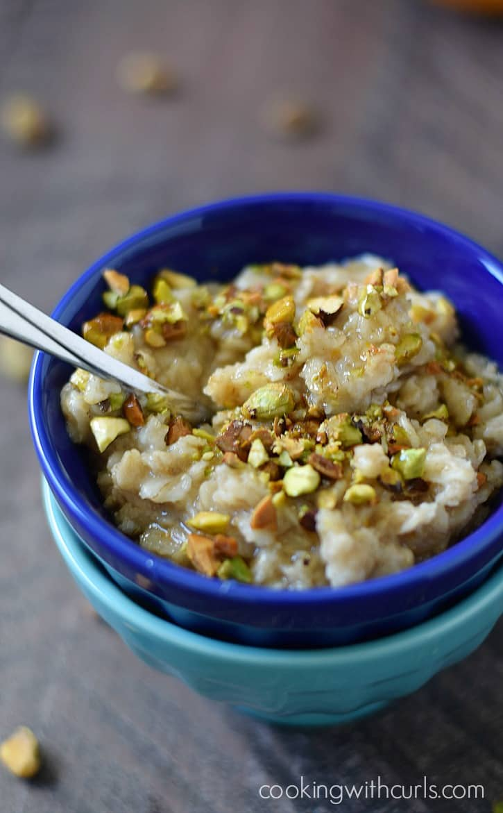Try a bowl of Pistachio Baklava Oatmeal for breakfast tomorrow. It's loaded with all of the traditional flavors and super easy to prepare | cookingwithcurls.com